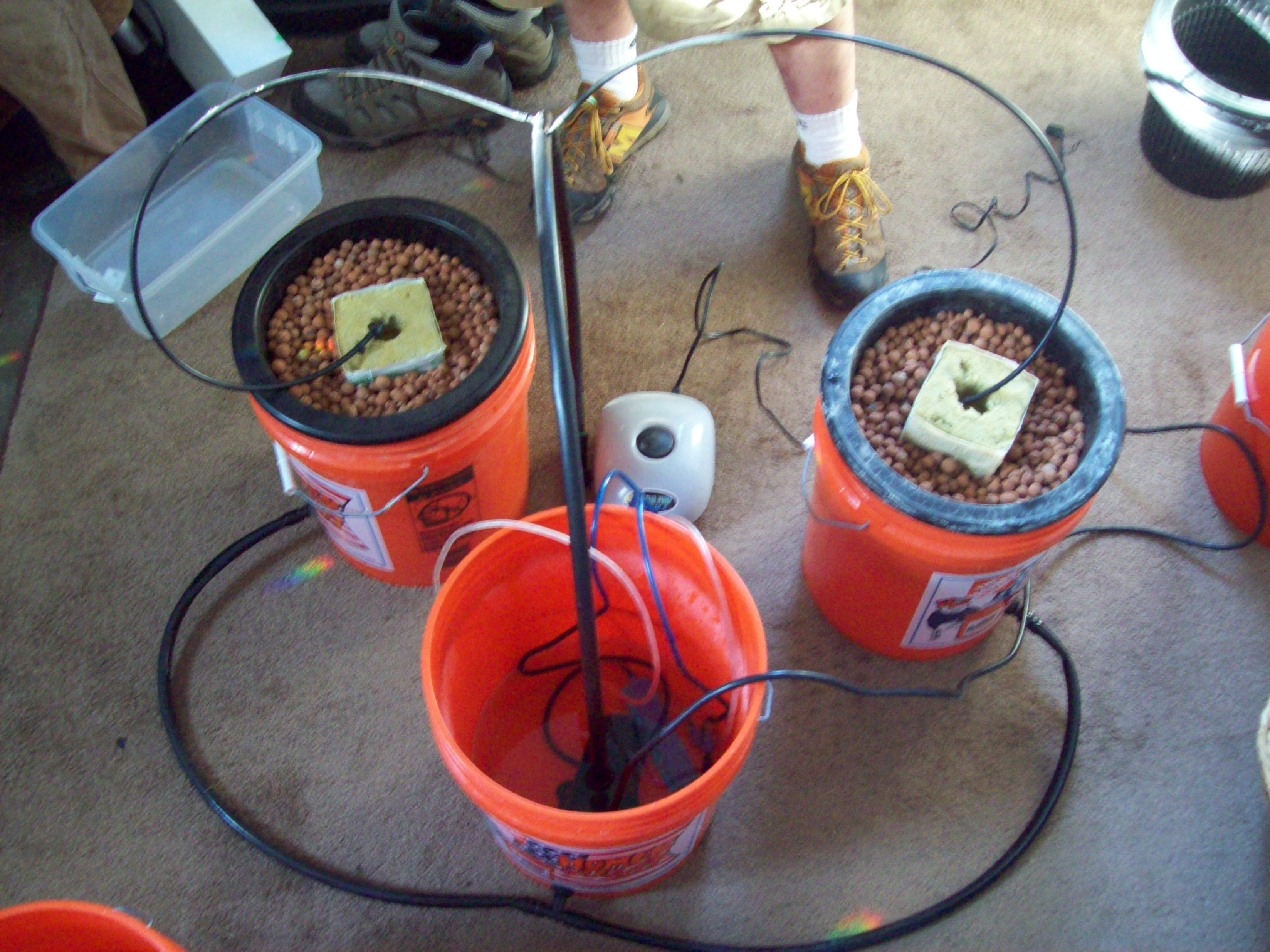 How to Make a Multiple Bucket Top Feed Hydroponic Grow System: 6 Steps