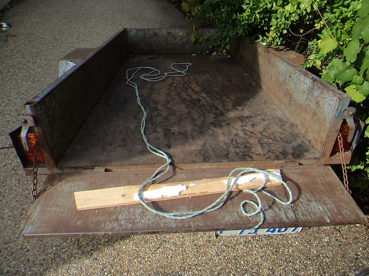 Picture of Empty a Box Trailer or Truck Bed Fast.