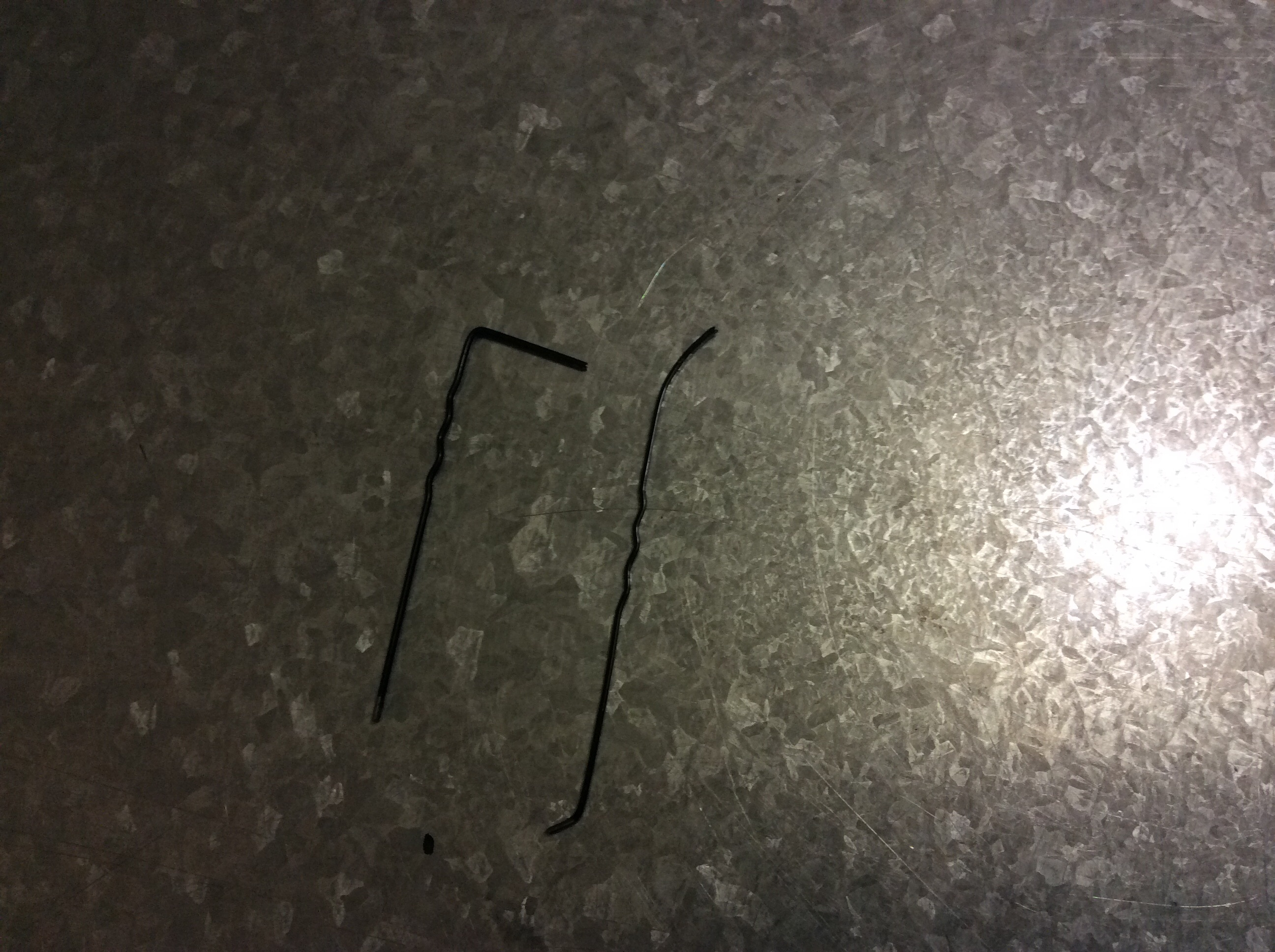 Picture of How to Pick a Lock With a Hair Pin