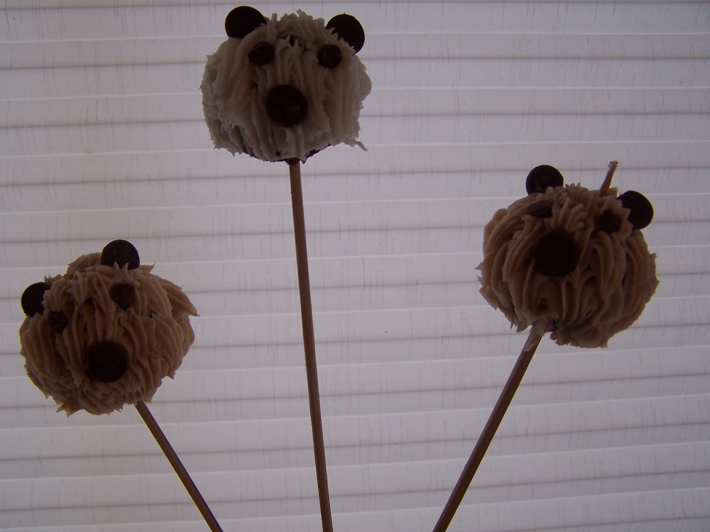 Picture of How to Make Teddy Bear Cake Pops
