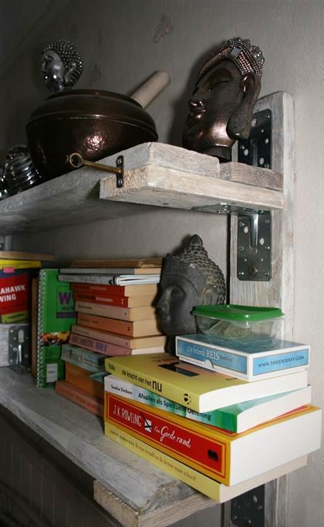 Picture of Pallet Wood Basic Bookshelf