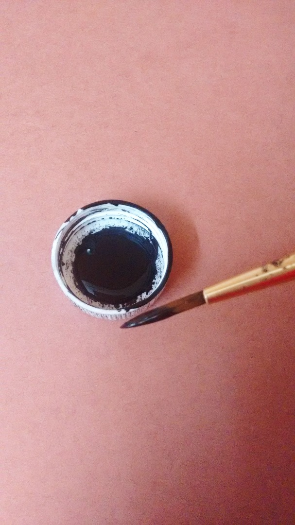 Picture of Apply Paint to the Rim of the Lid
