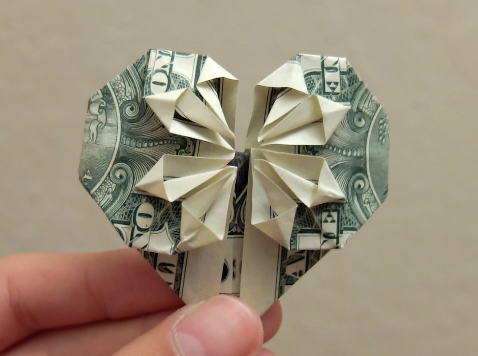 Picture of DIY Origami Money Heart