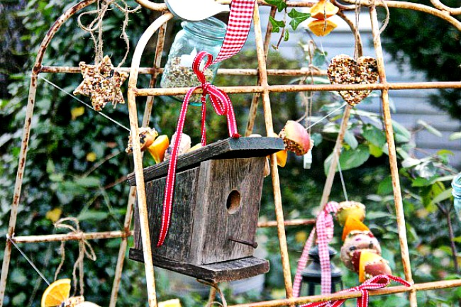 Picture of Decorate the Bird Feeding Station: