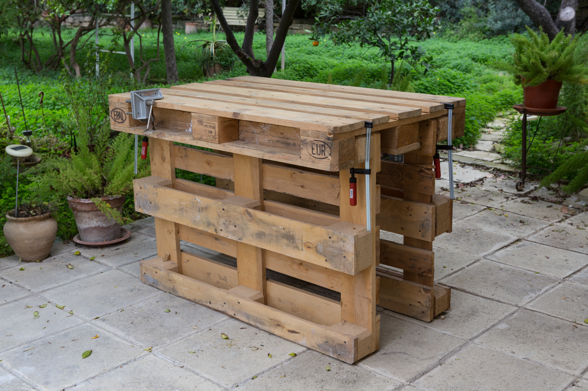 Stupendous Workbench Made With 3 Pallets No Tools No Nails No Screws Squirreltailoven Fun Painted Chair Ideas Images Squirreltailovenorg
