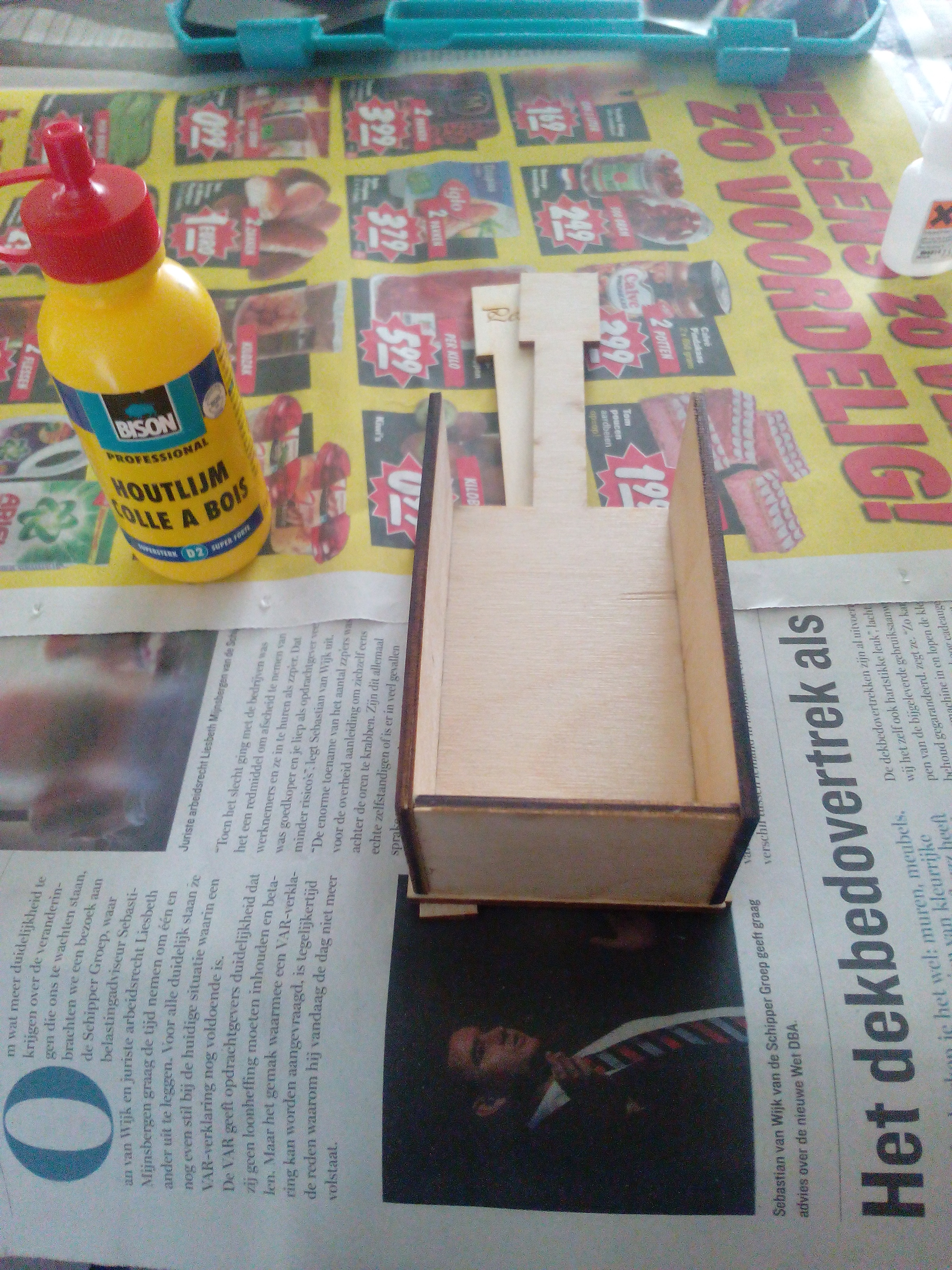 Picture of STEP 2 | GLUEING THE BASE!