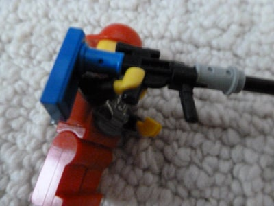 How to Mount Onto Minifig