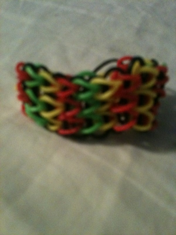 How to Make a Waterfall Rubber Band Bracelet