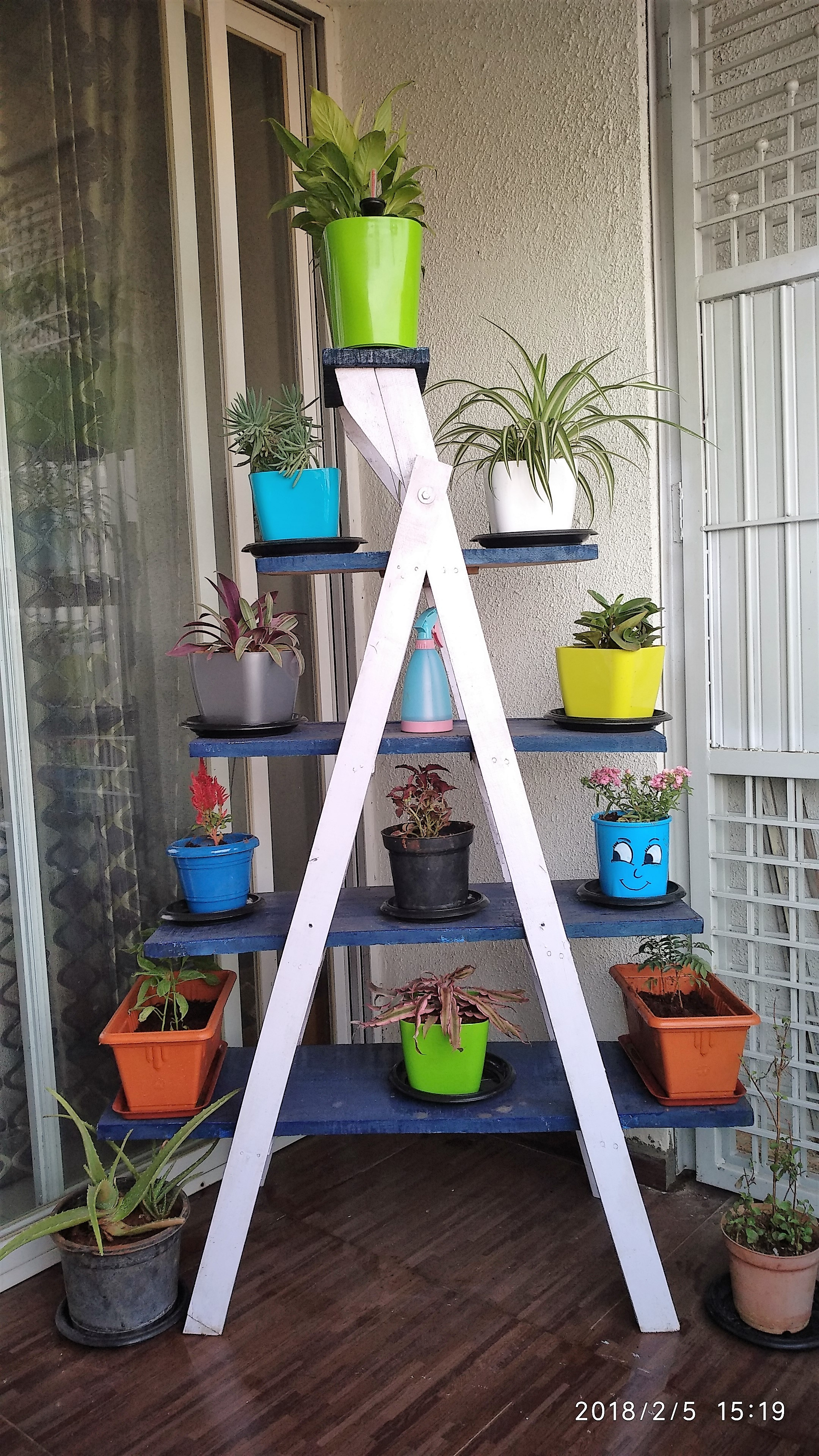 Picture of DIY Ladder Shelf Using Inexpensive Materials