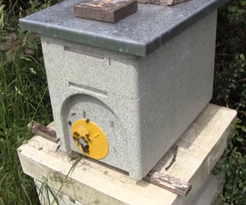 An Easy Way to Make a Nucleus of Honey Bees With Queen Cell Grafting