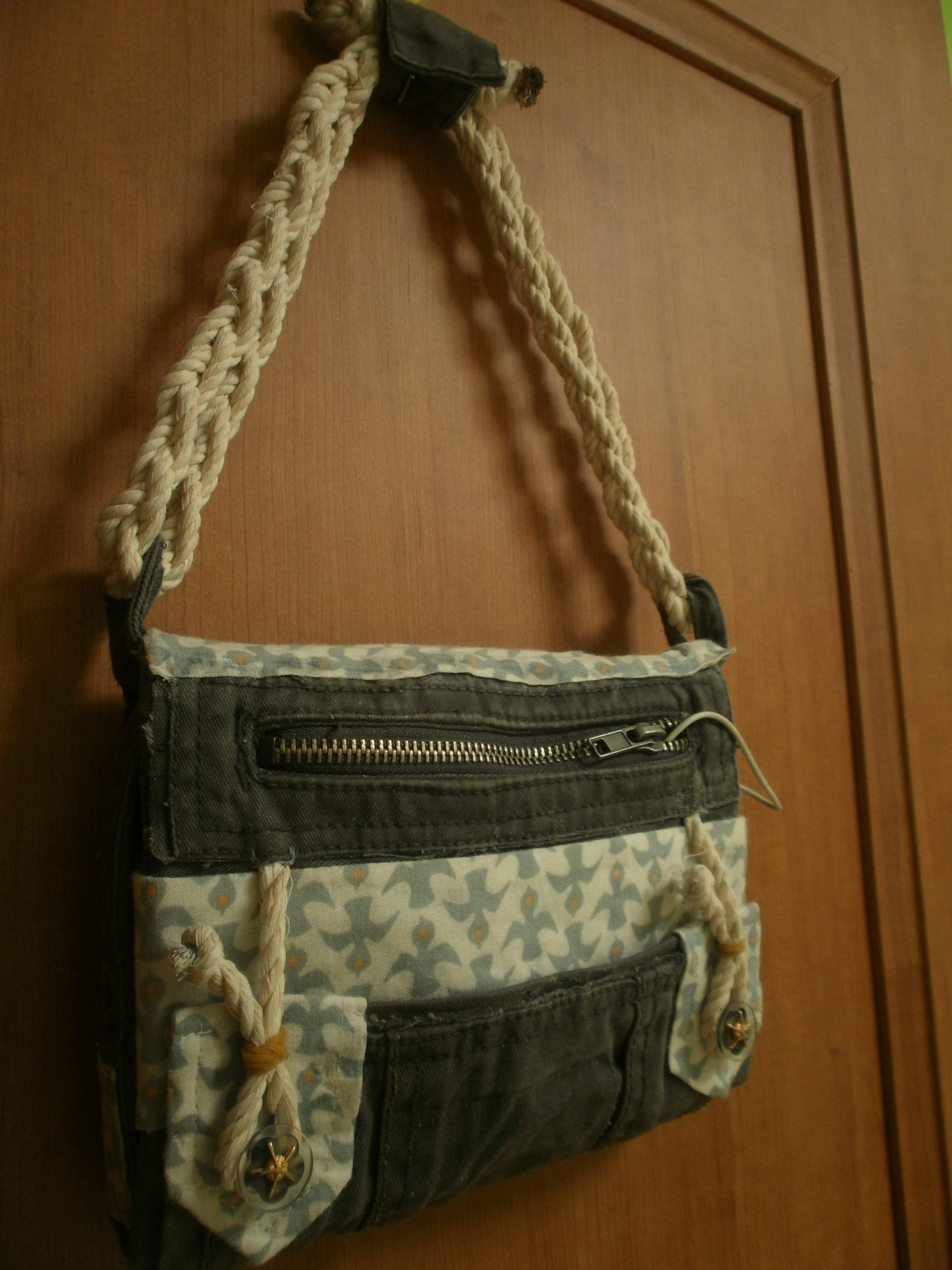 Picture of DIY Tablet or E-Book Reader Case/Purse - Minimal Sewing