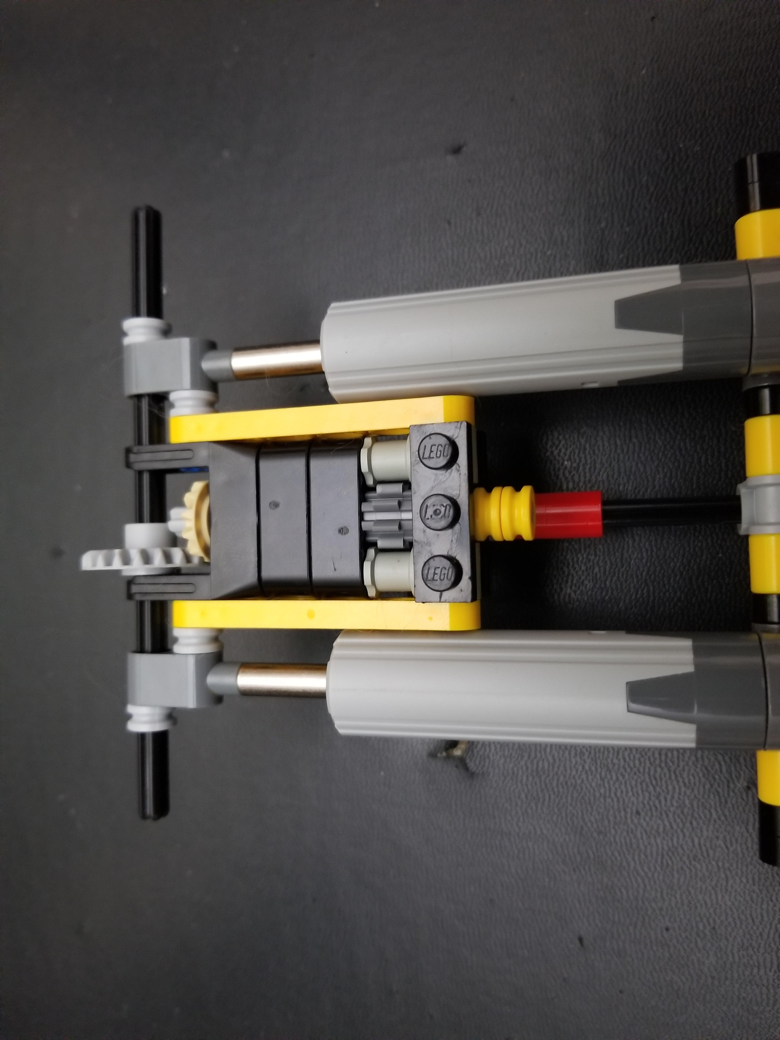 Picture of Lego Technic Back to Back Double Actuator Build