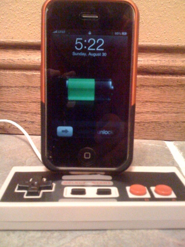 Turn a NES Controller Into an IPhone Dock