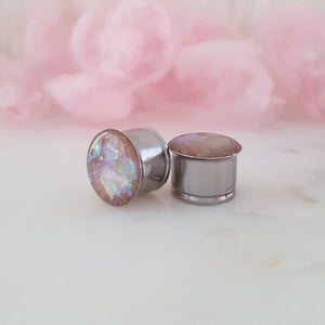 Admire Your Handmade Plugs and Create All Kinds of New Designs