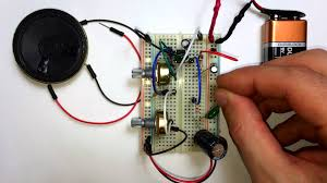 THE LM386 AUDIO AMPLIFIER WITH BASS BOOST