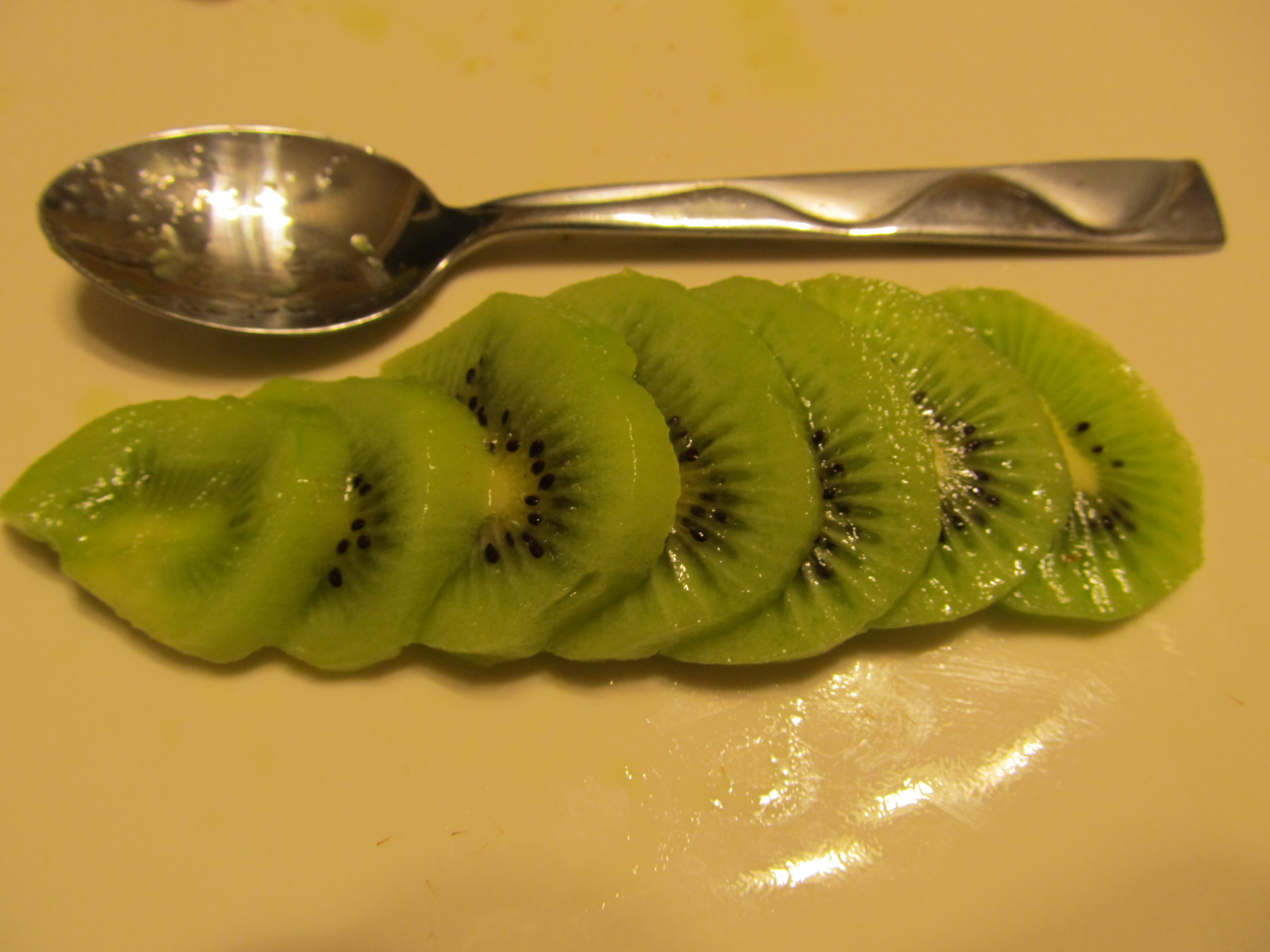 Picture of How to Peel a Kiwi Using a Spoon