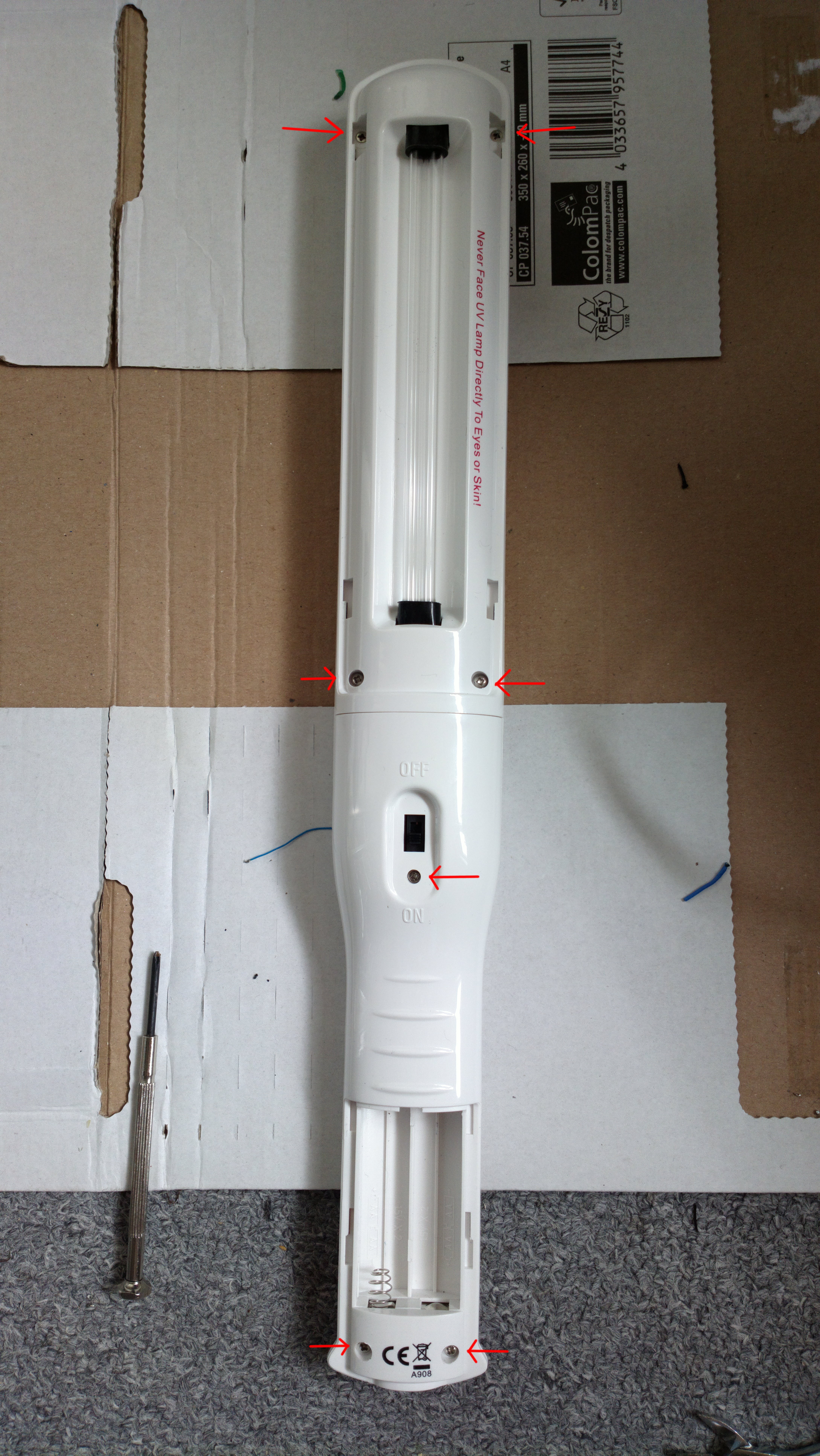 Picture of Open the Casing of the Lightwand (7 Screws)