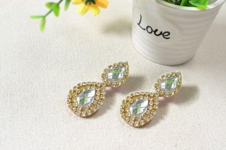 The Final Look of This Pair of Simple Rhinestone Drop Earrings: