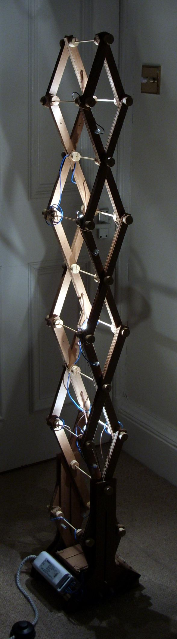 Picture of Mechanical Expanding Cardboard Lamp - This Way Up!