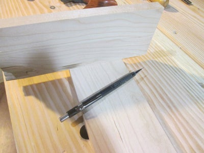 Using the Guide to Hand Cut Dovetails