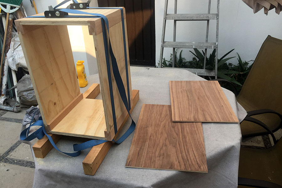 Picture of Gluing the Cajon