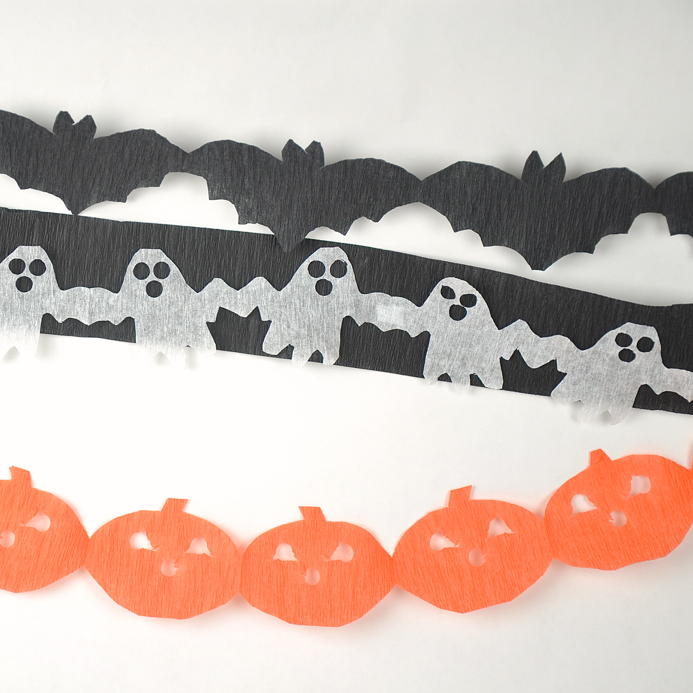 Picture of Easy Halloween Paper Chain Streamers