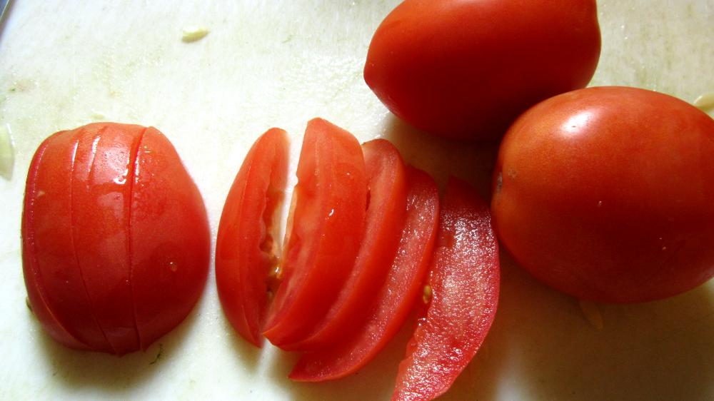 Picture of Cut Your Tomatoes!