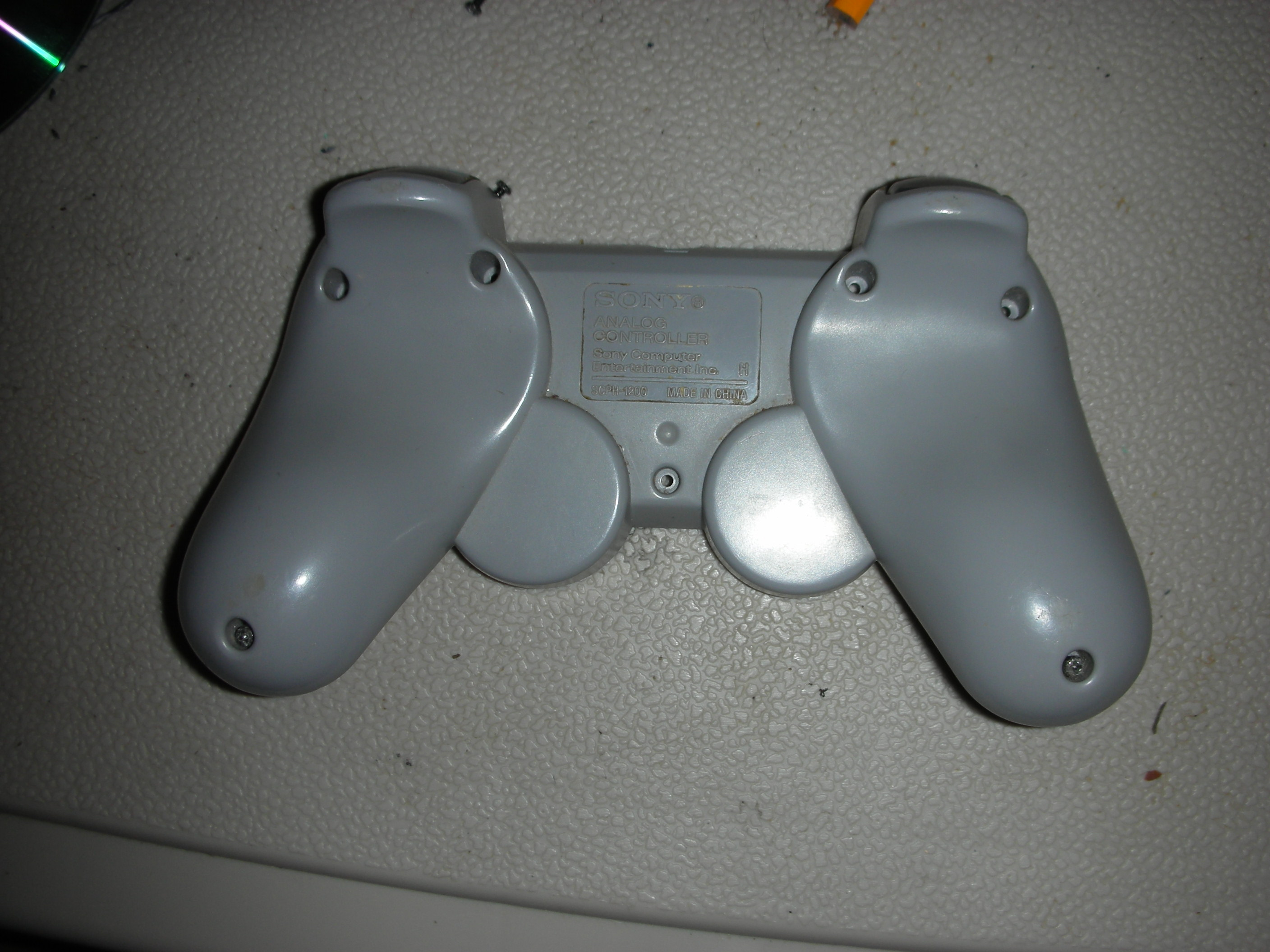 Picture of Opening the PS1 Controller