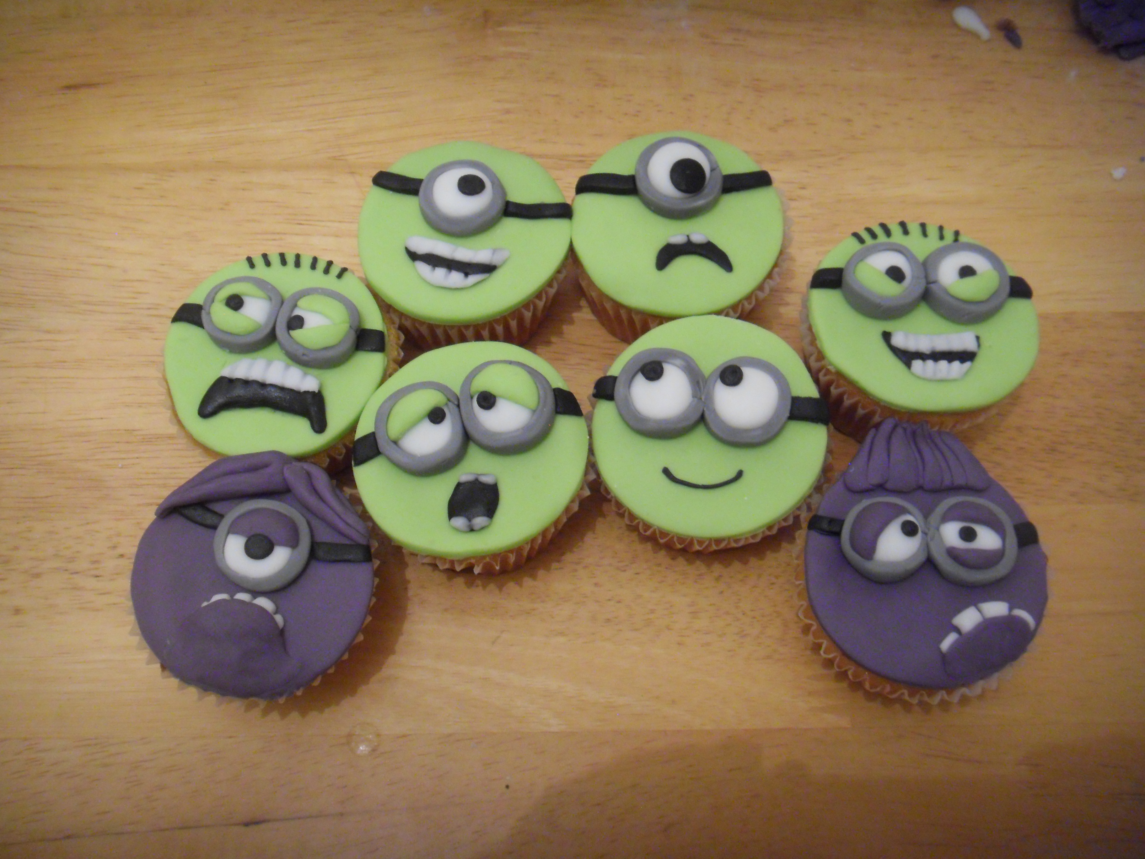 Picture of Minion Cupcakes