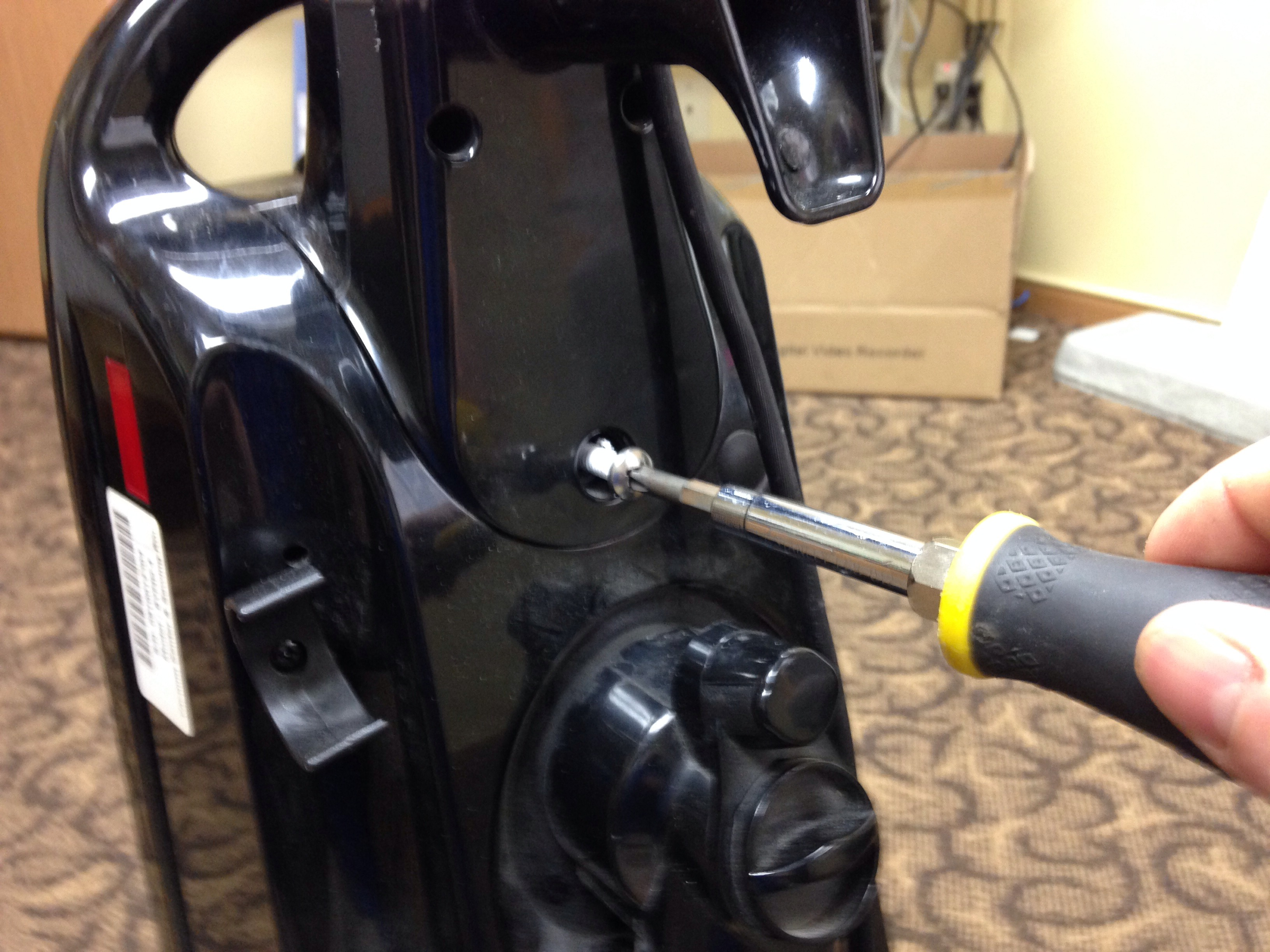 Picture of Remove the Vacuum Handle