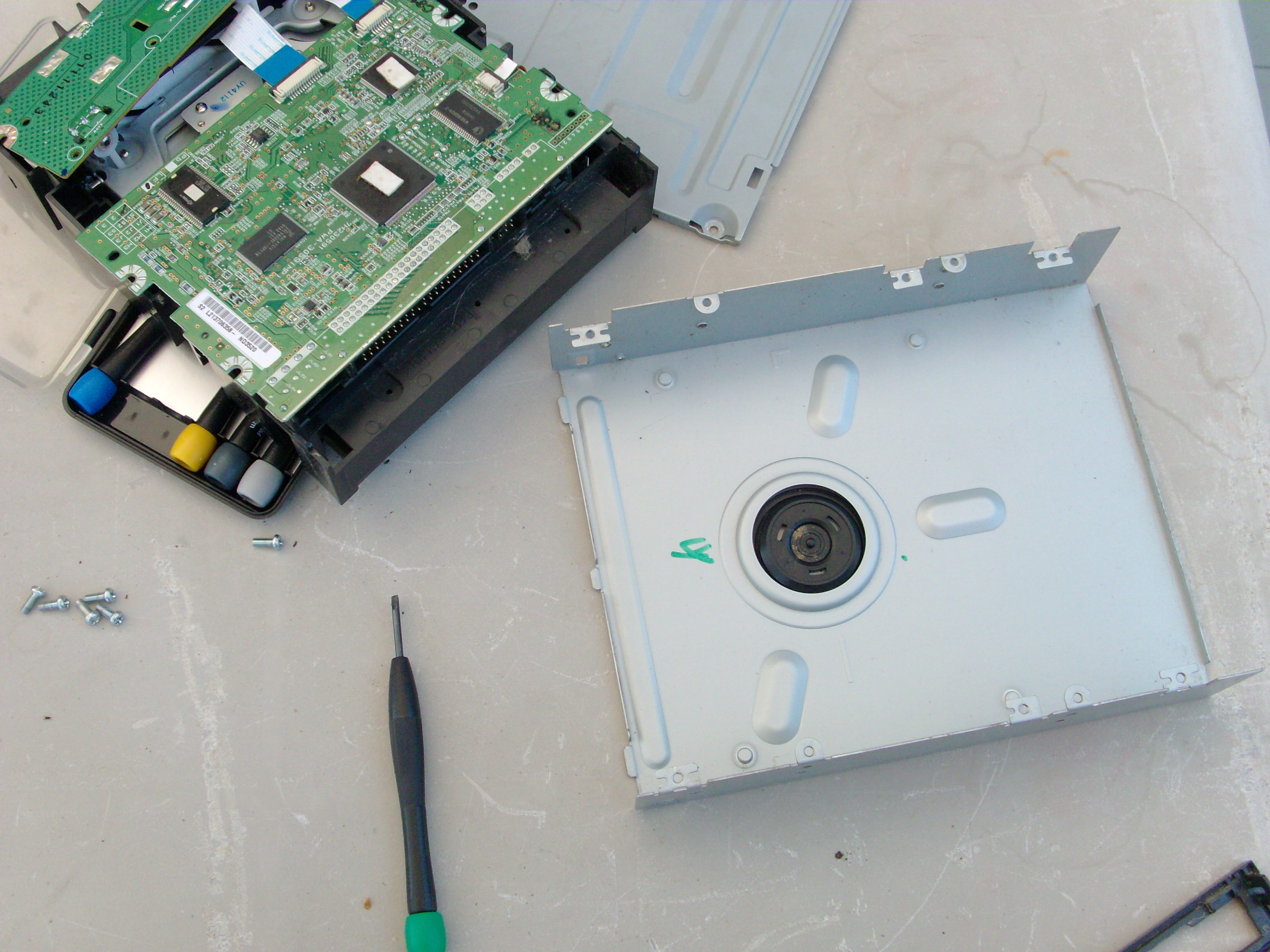 Picture of Taking Out the CDROM