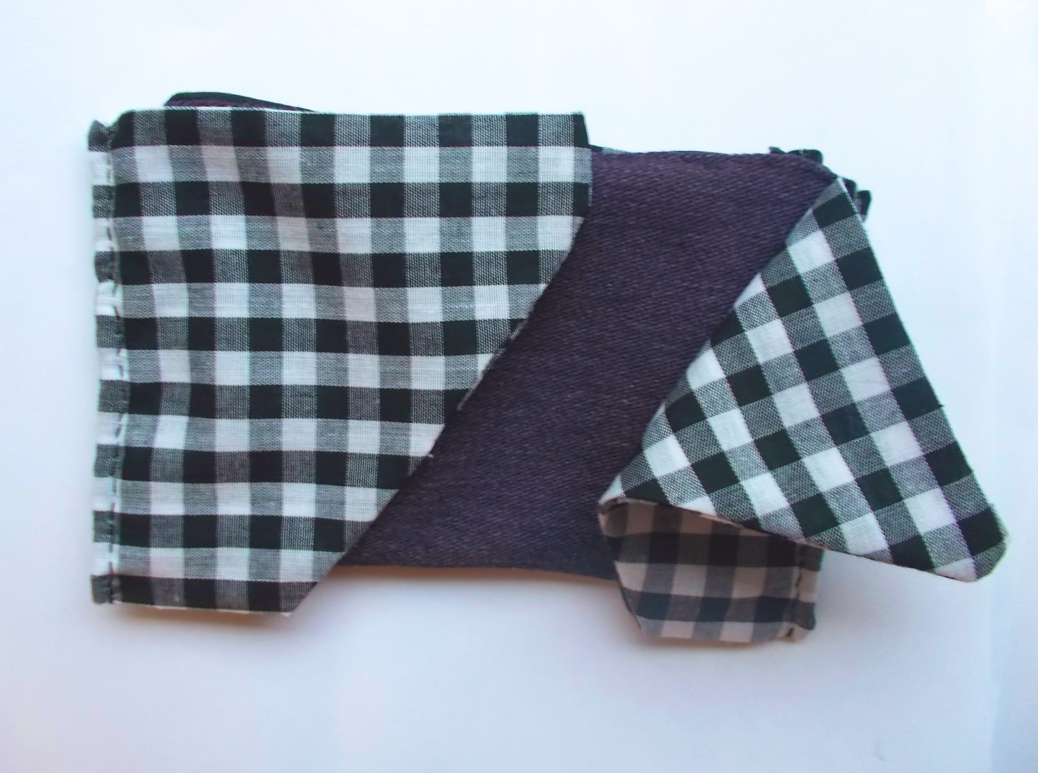 Picture of Attaching Coin Purse to Trapezoids and Ironing