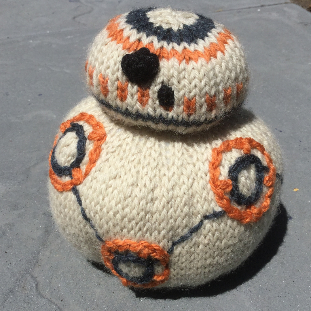 """Picture of Knit BB-8 From """"Star Wars: the Force Awakens"""""""