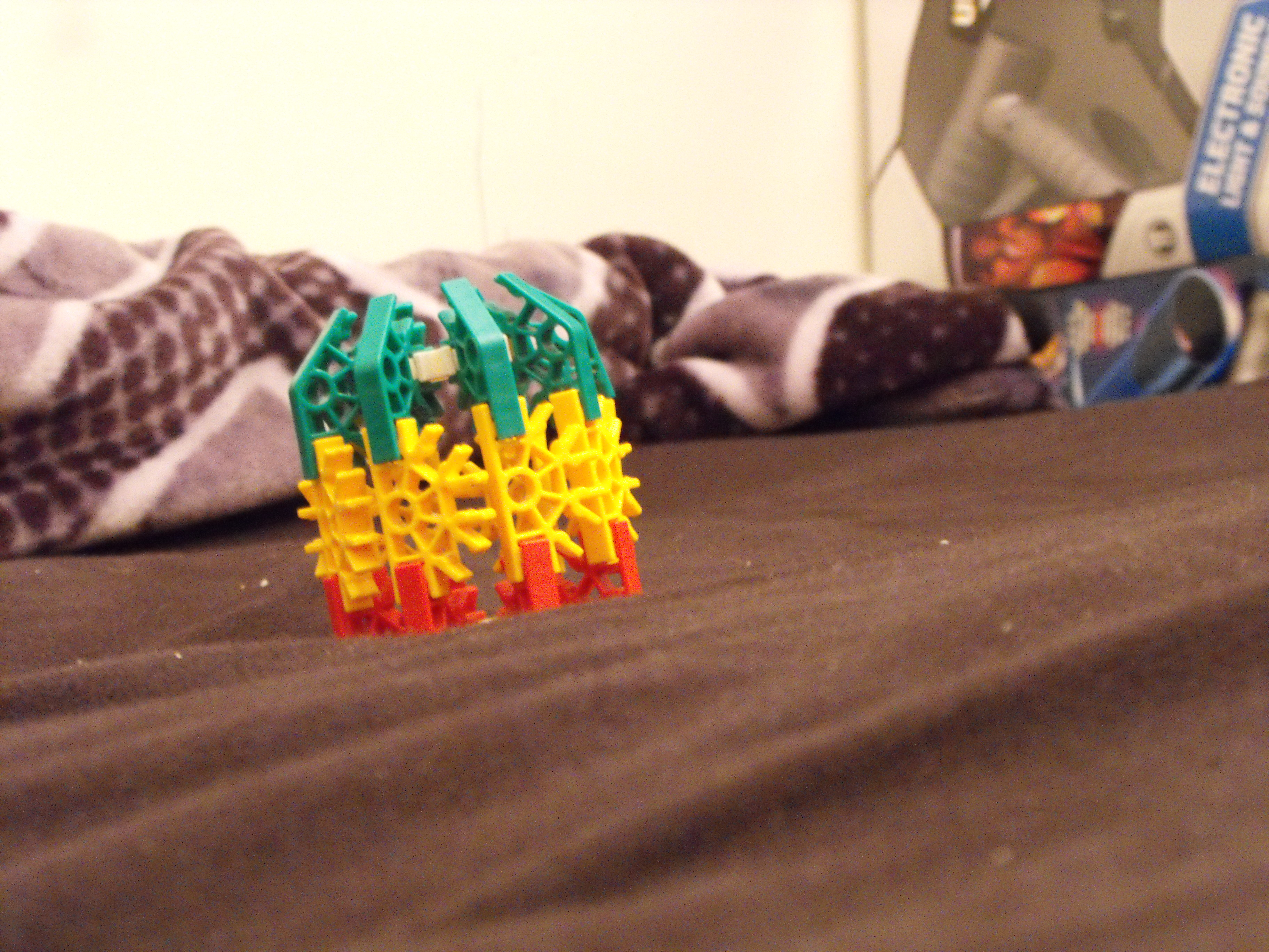 Picture of How to Make a Knex Bomb