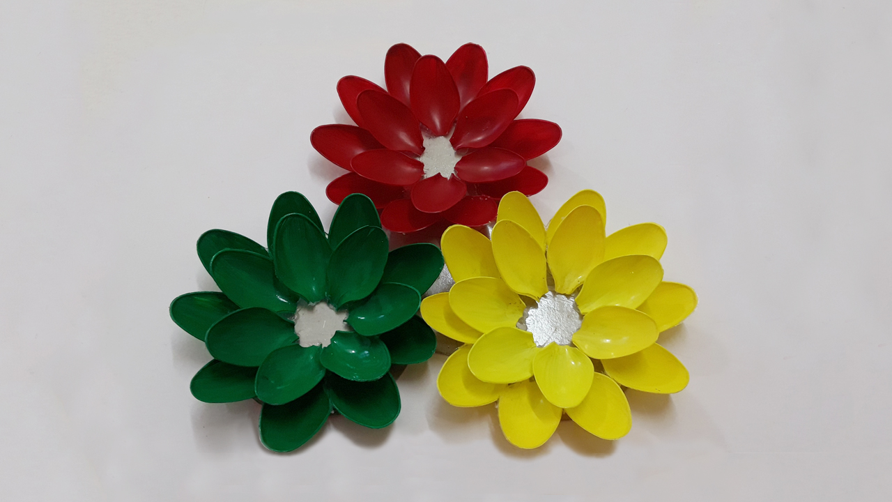Picture of Arrange the Plastic Spoons to Make the Two Layers