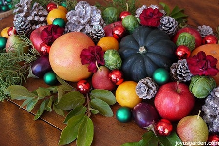 2 Easy Last Minute Christmas Centerpieces – You Can Eat!
