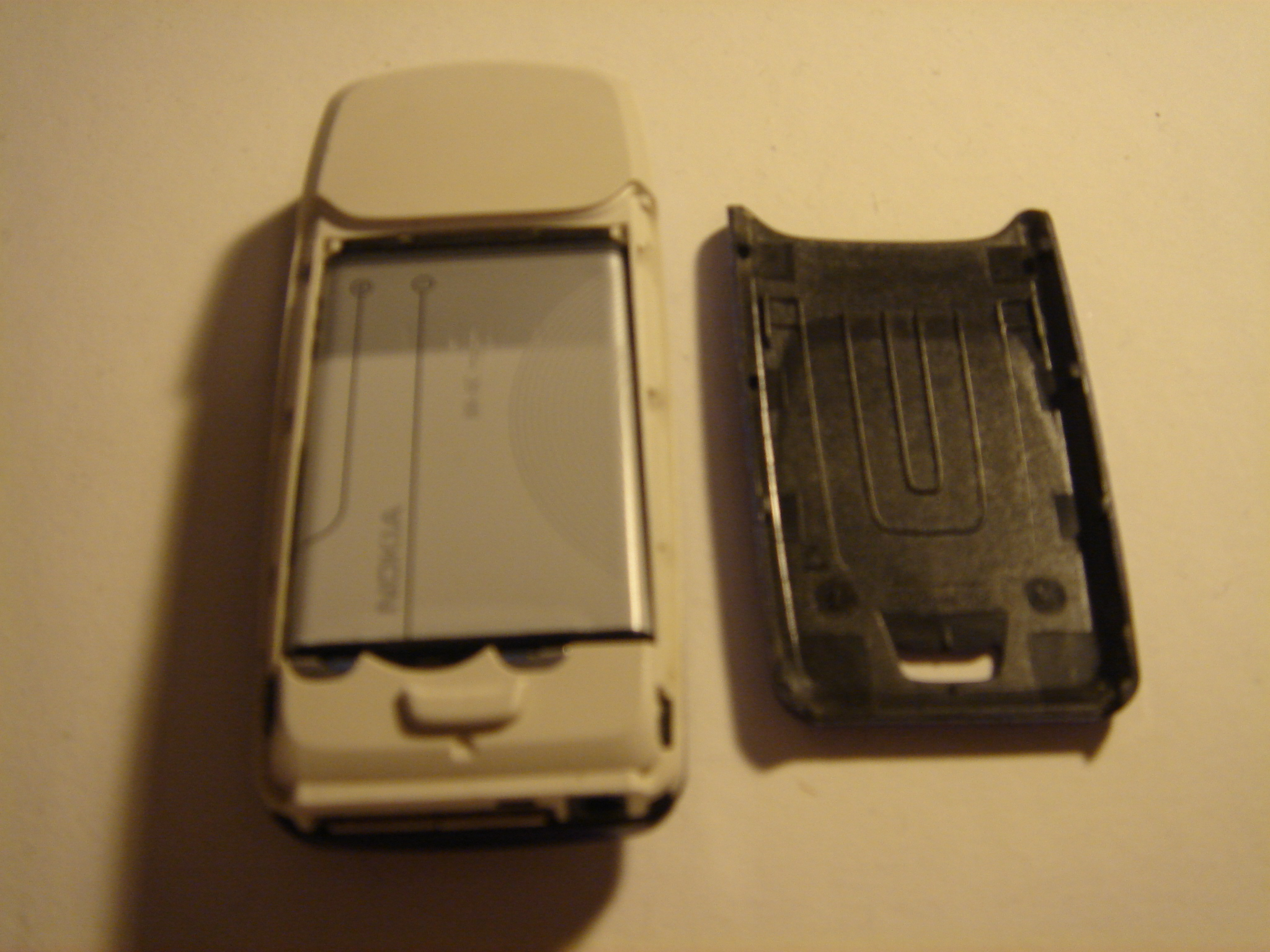 Picture of Taking Apart the Phone.
