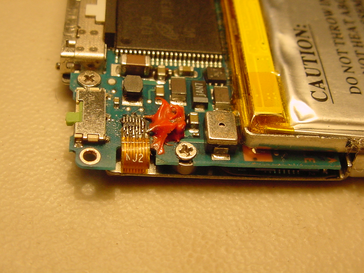 Picture of Busted Ipod Click Wheel Connector Fix