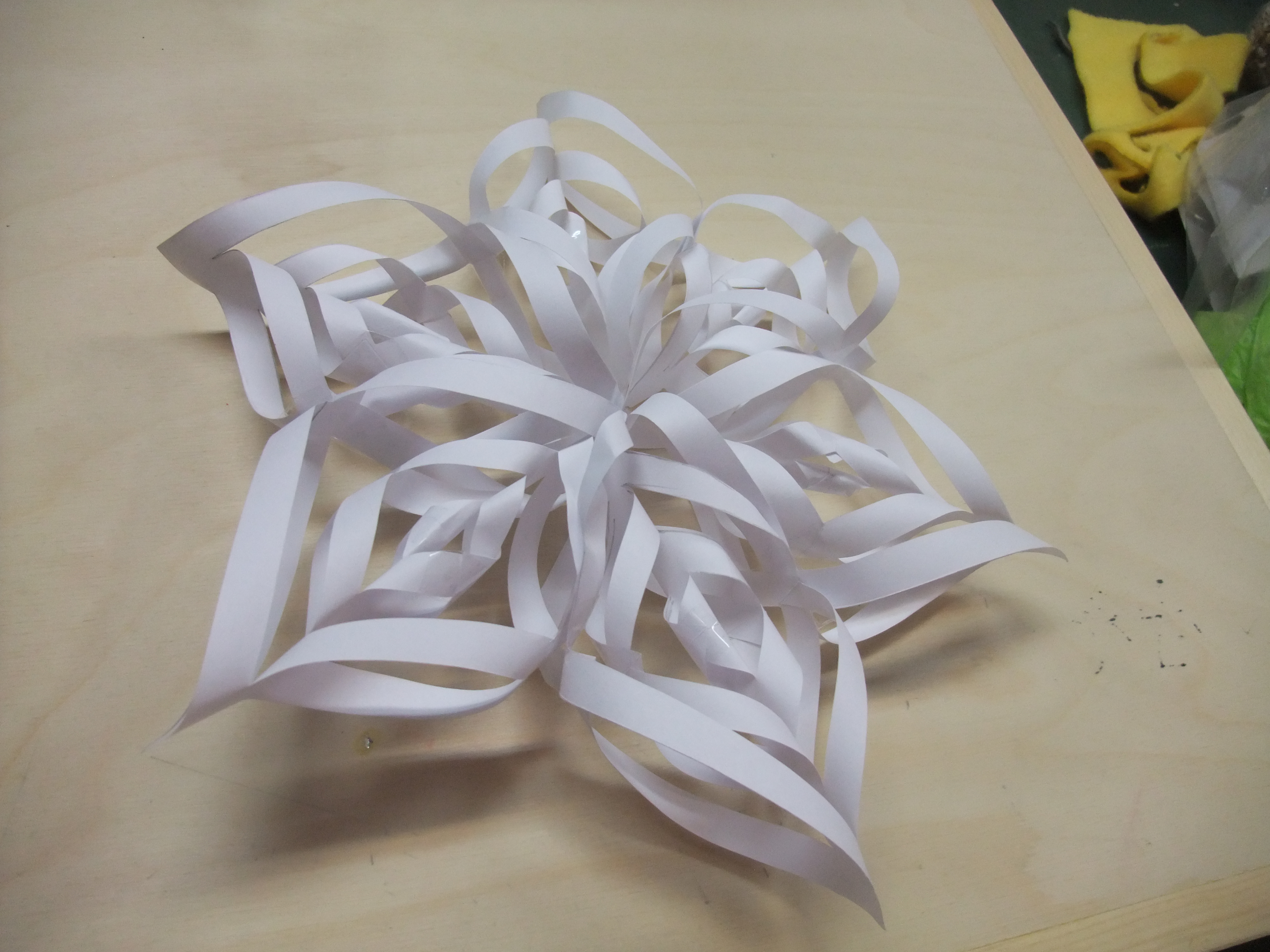 Picture of Super Easy Decorative Paper Flower/Snowflake