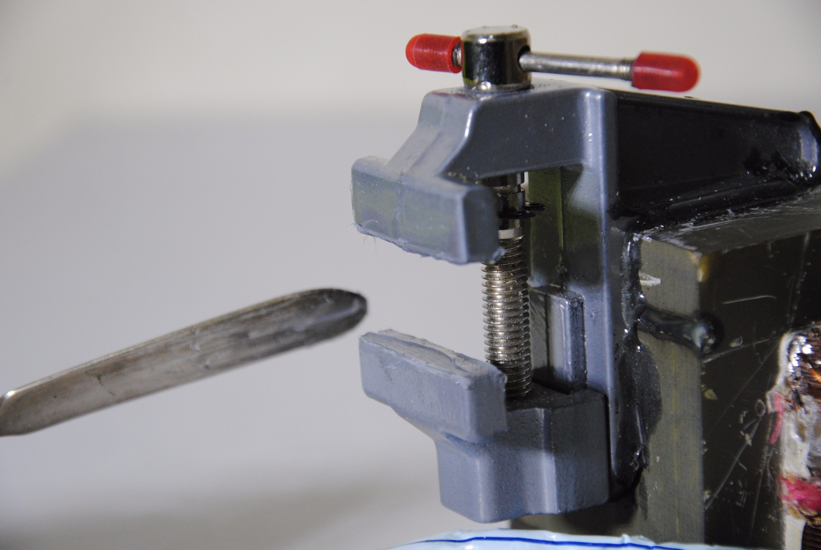 Picture of Upgrade the Strength of the Jaws Grip (On the PCB) W/ Silicone Adhesive