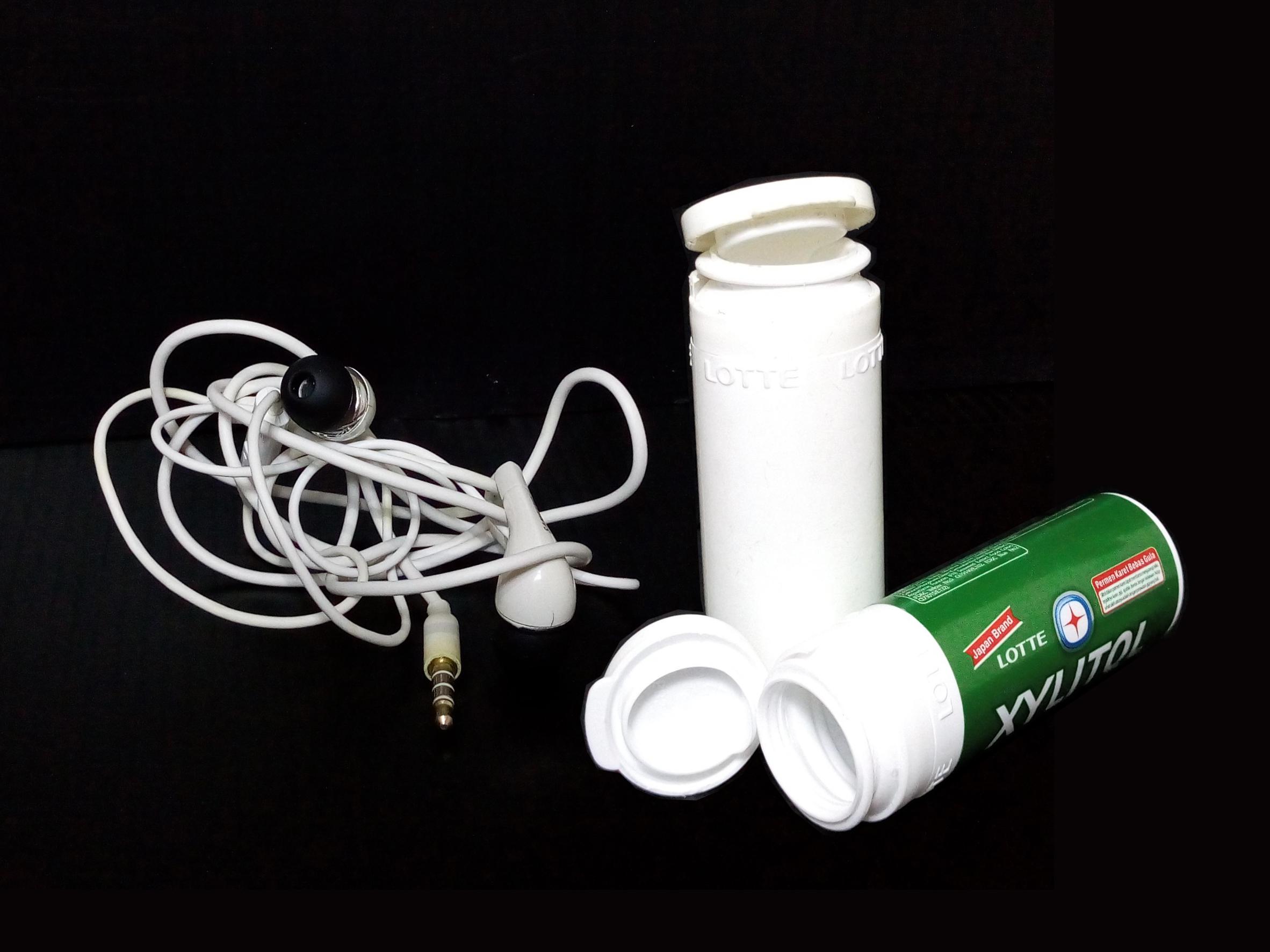 Picture of Waterproof Pocket-Sized Headset/Earphone/Earphone Carrying Case