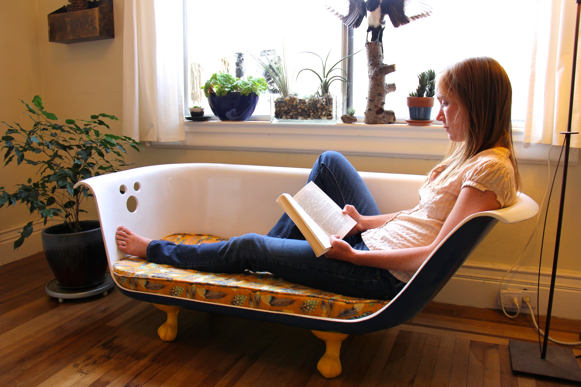 DIY Clawfoot Bathtub Couch: 34 Steps (with Pictures)