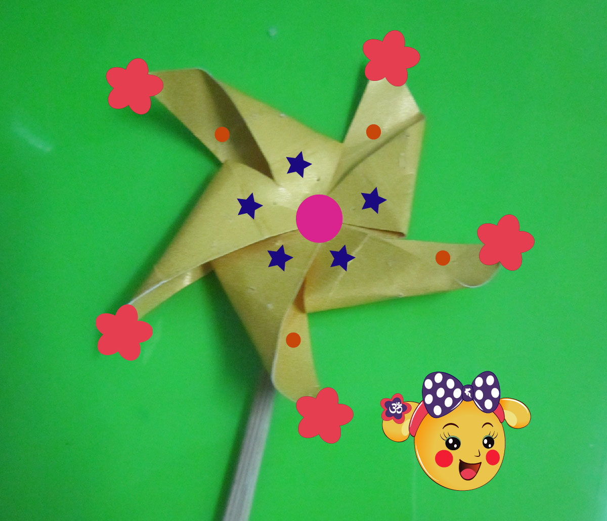 Picture of Add the Flowers Into the 5 Peaks of  the Pinwheel.