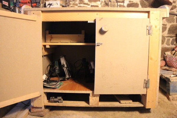 Low Cost Tool Cupboard - Repurposed Particleboard/chipboard Pallets. Cheap & Cheerfull Woodwork Project. Armoire a Outils