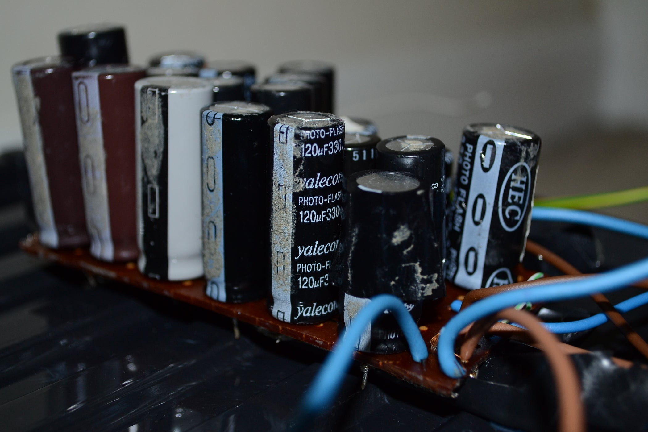 Make A Cheap Disposable Camera Capacitor Bank 11 Steps With Pictures Discharging To Battery Supply Simple Circuit