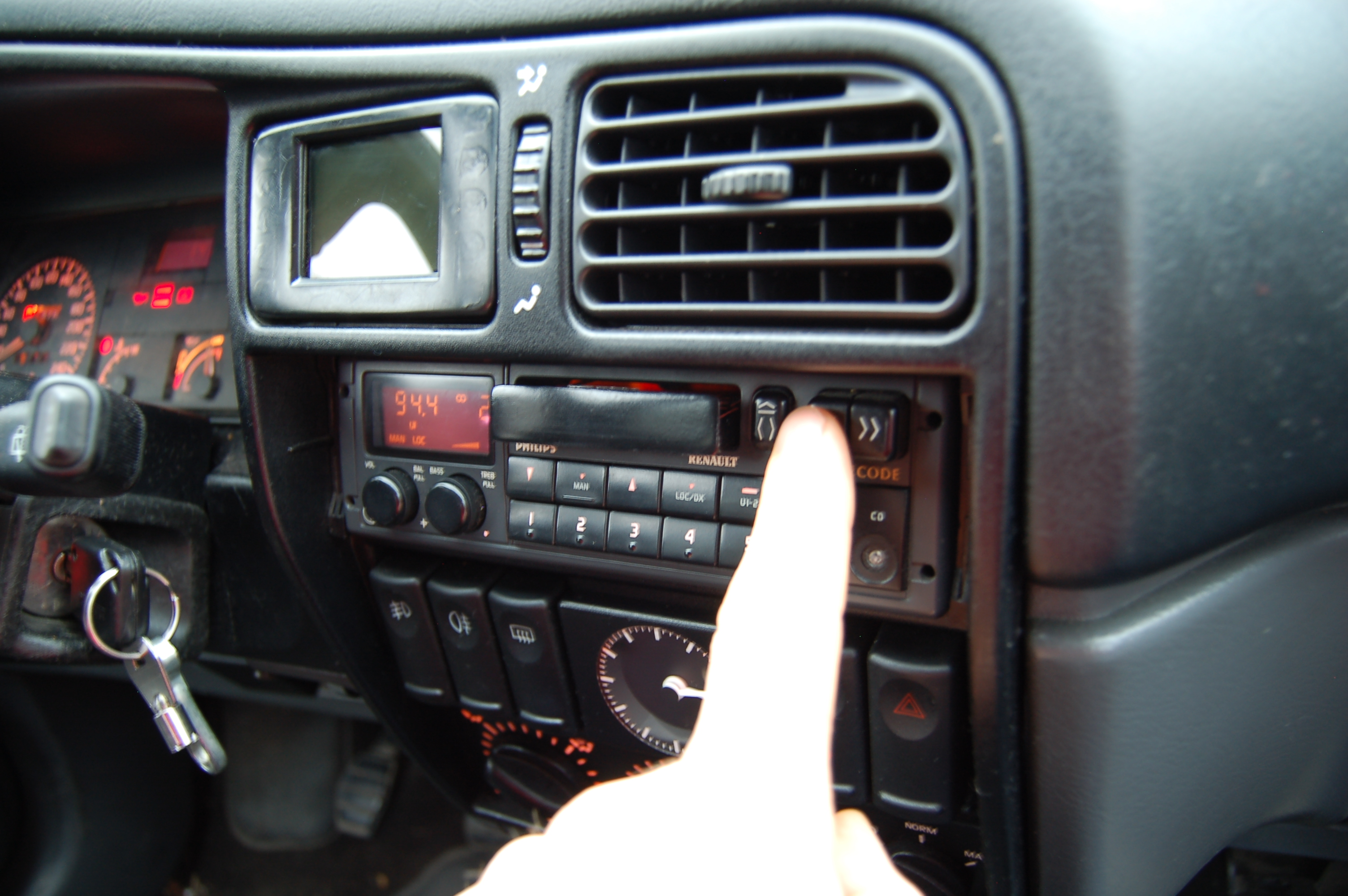 Picture of Autoradio Cassette Player  [ipod Hack]