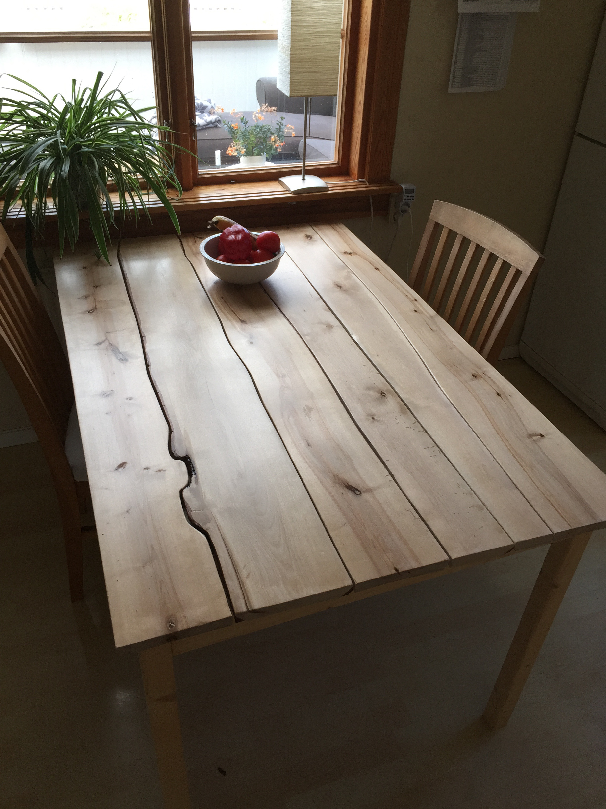 Picture of Curvy Kitchen Table