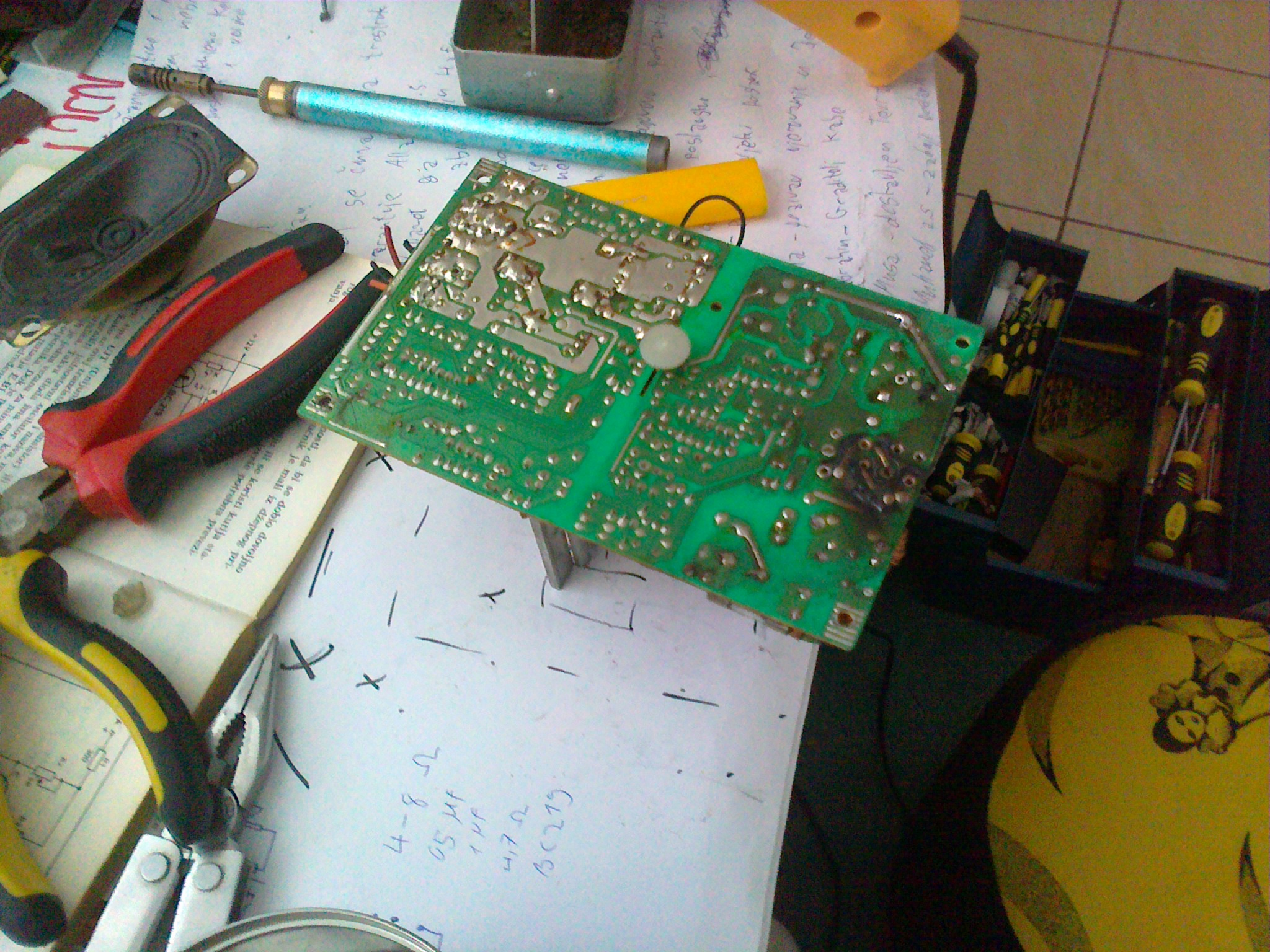 Picture of Scavenging Old Electronics