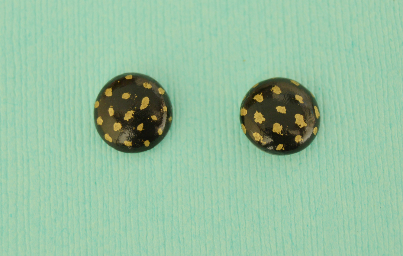 Picture of Make the Glue Base Directly on the Earring Post