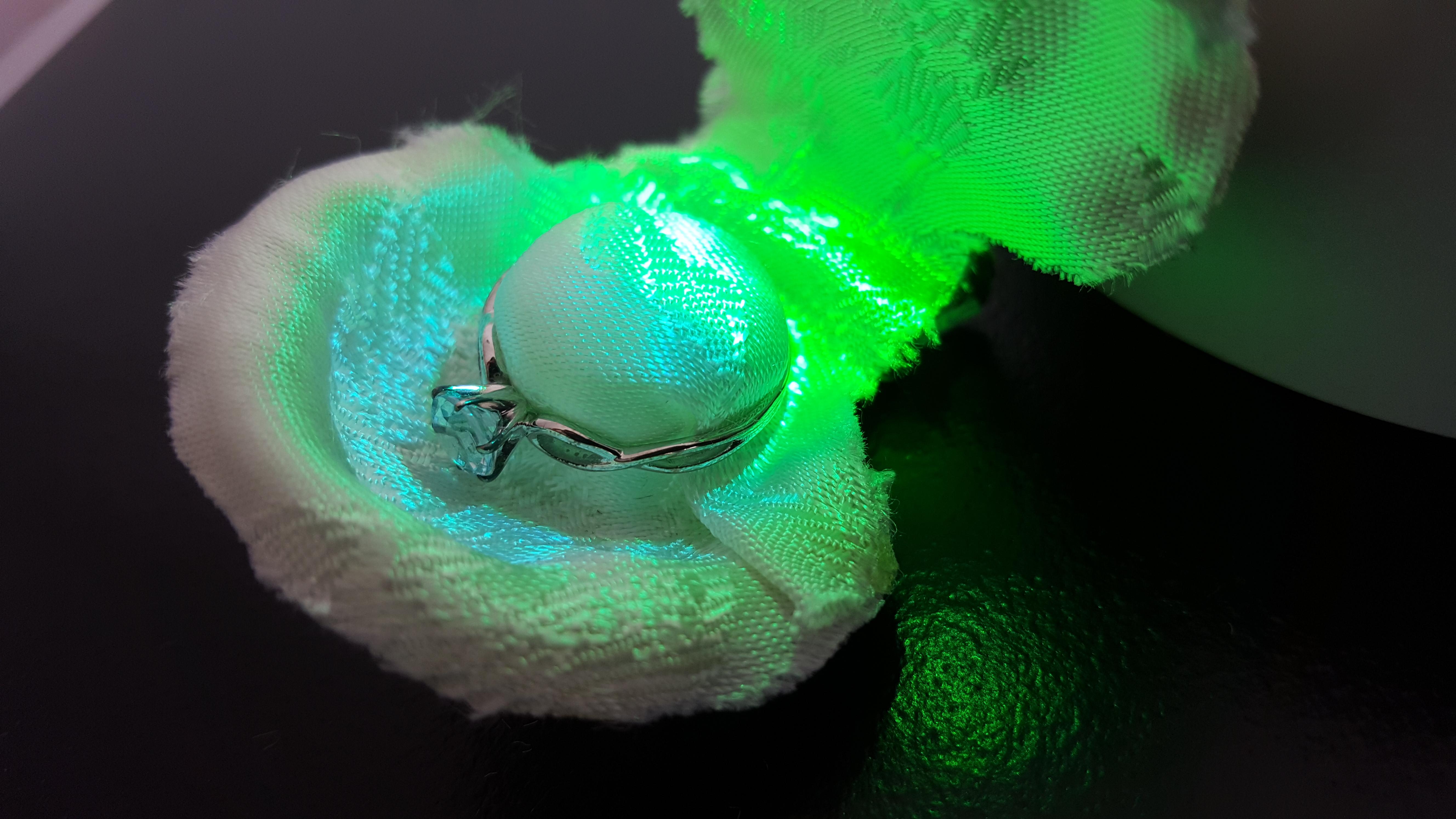 Picture of LED-illuminated Seashell Engagement Ring Box